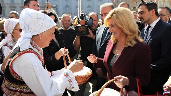 Predsjednica RH posjetila akciju Kupujmo hrvatsko na Trgu bana Jelačića u Zagrebu